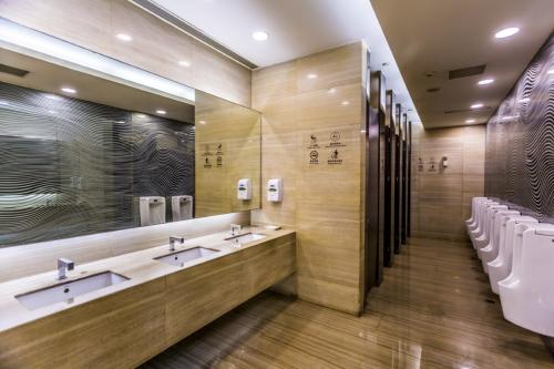 Thumbnail_Smart Washrooms